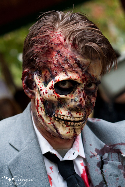 http://www.tanyaplonka.com/blog/images/2009/0911/1004-zombie/zombie-walk-17.jpg