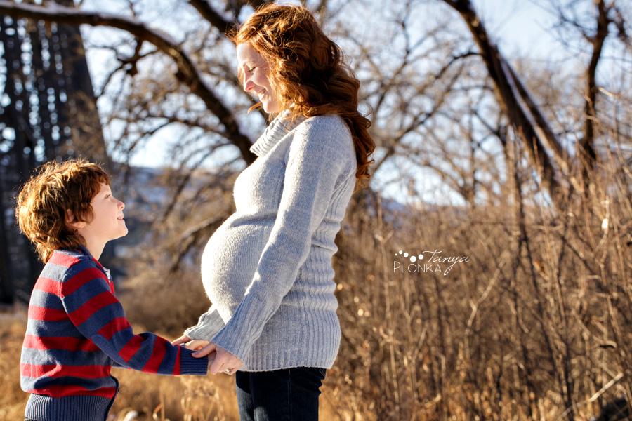 Maternity photos in Indian Battle Park, winter, Lethbridge