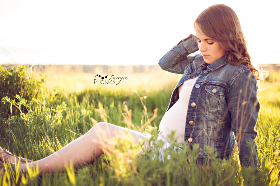 Lethbridge maternity photos in spring of two best friends