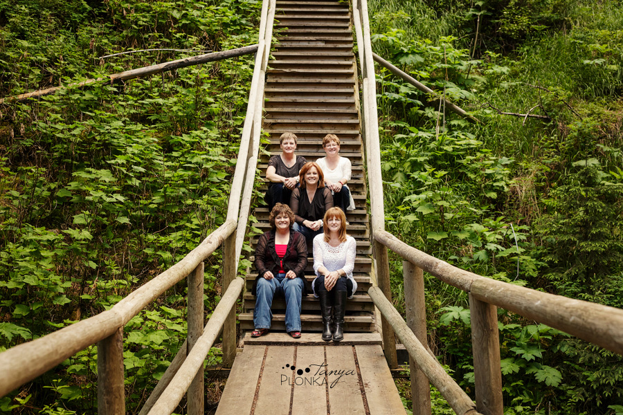 Crowsnest Pass sister family portraits in mountains