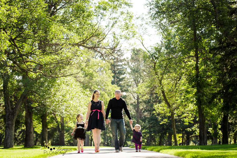 Lethbridge family photos in summer with two girls