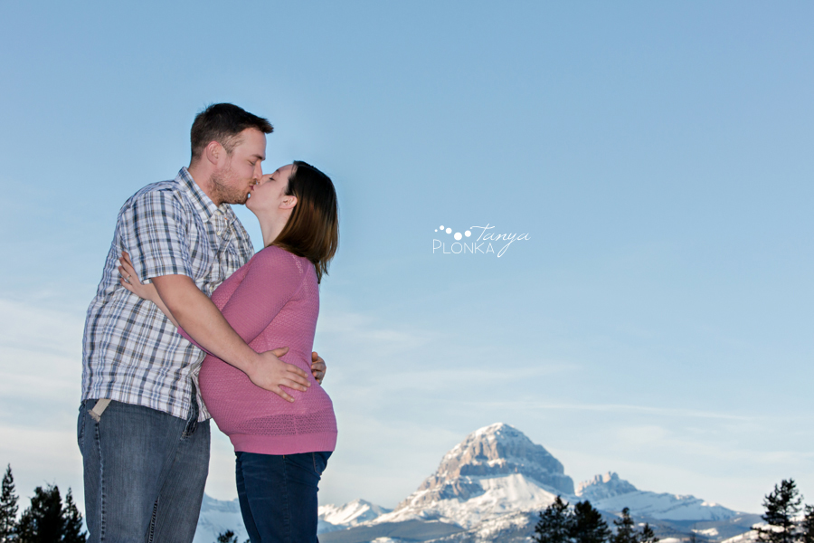 Crowsnest Pass winter maternity session
