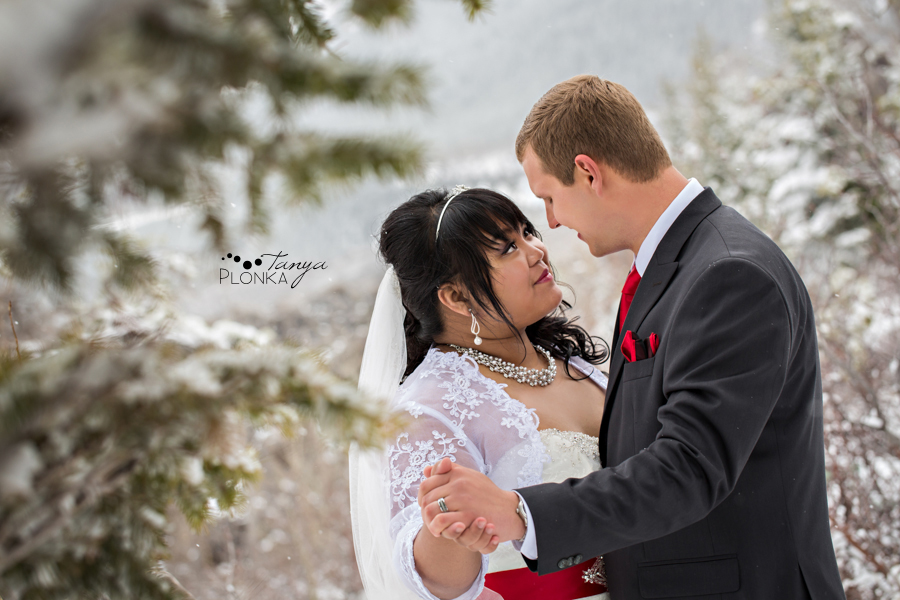 Michelle & Oscar, Crowsnest Pass winter wedding