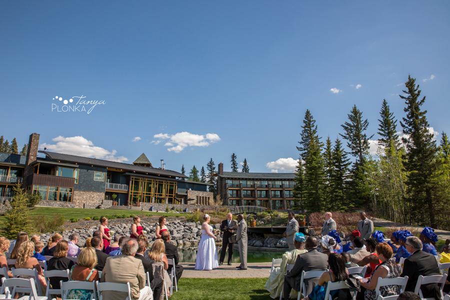 Cyndy & Austin, Azuridge Estate Hotel wedding photography, Calgary wedding photos