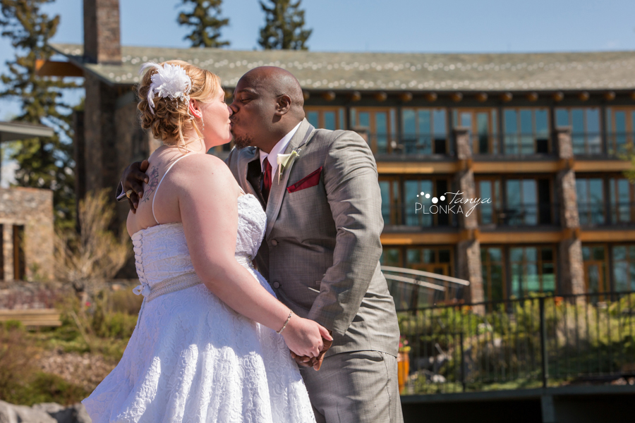 Cyndy & Austin, Azuridge Estate Hotel wedding photos, Calgary wedding photos