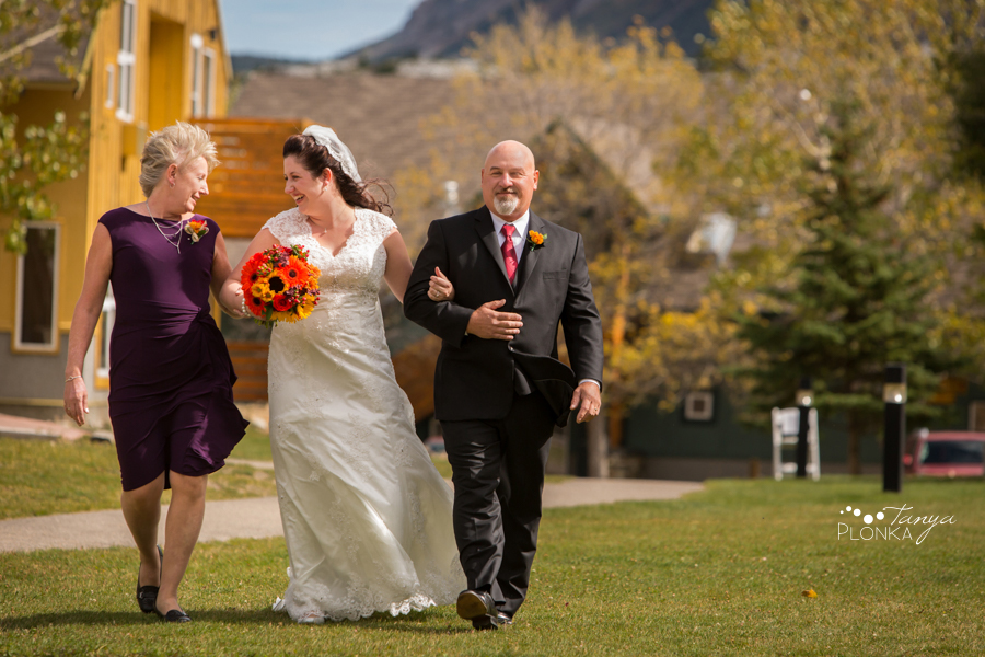 Kevin & Ashley, outdoor autumn Waterton Lakes Lodge wedding photography