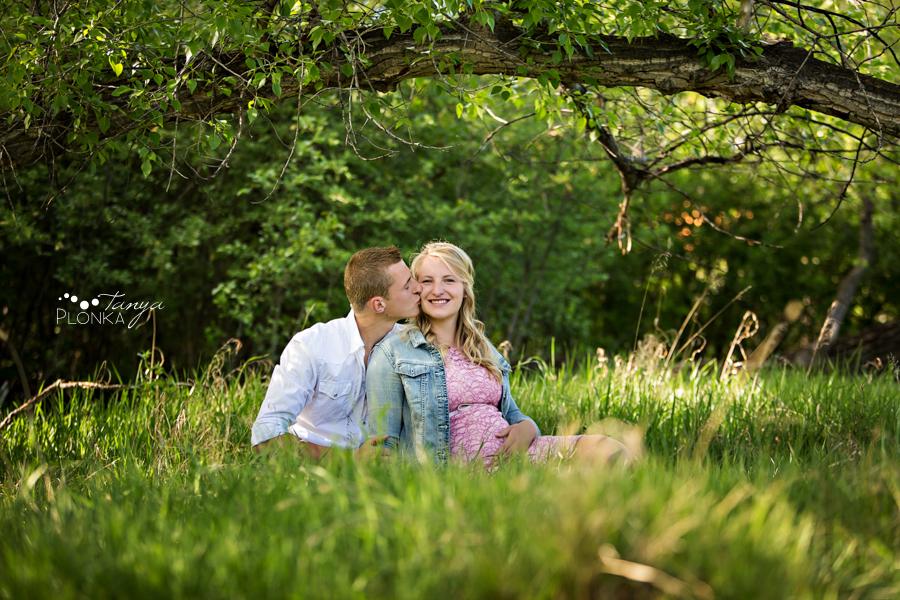 Lethbridge Indian Battle Park maternity photos