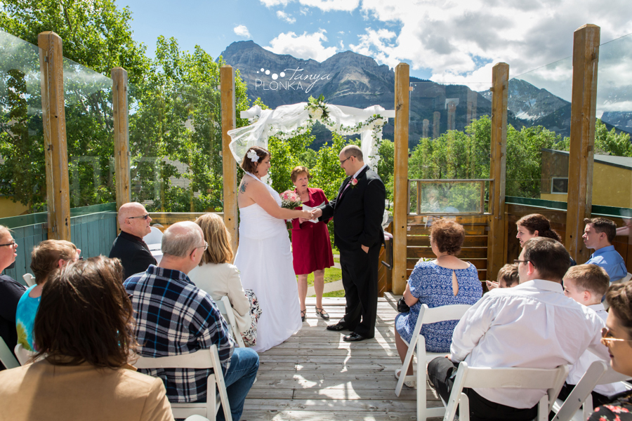 Dara and Chris, Waterton Lakes Lodge outdoor wedding