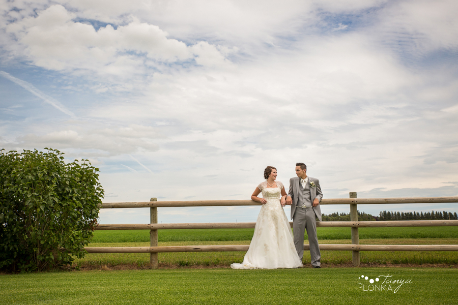 Jelaina & Daniel, Picture Butte farm wedding photos