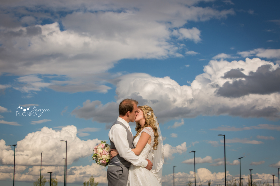 Janine and Travis, photos at Lethbridge Crossings