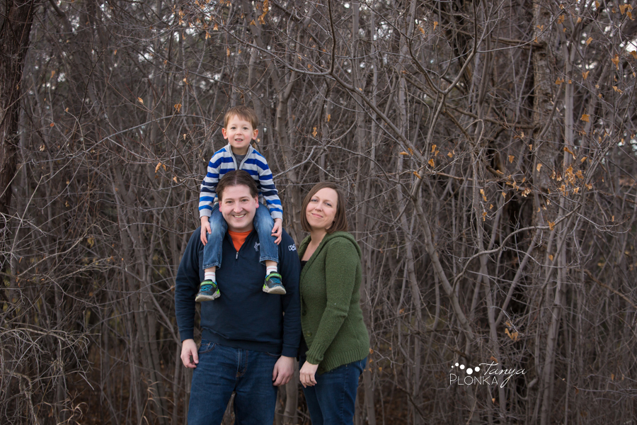 winter family photos in Lethbridge