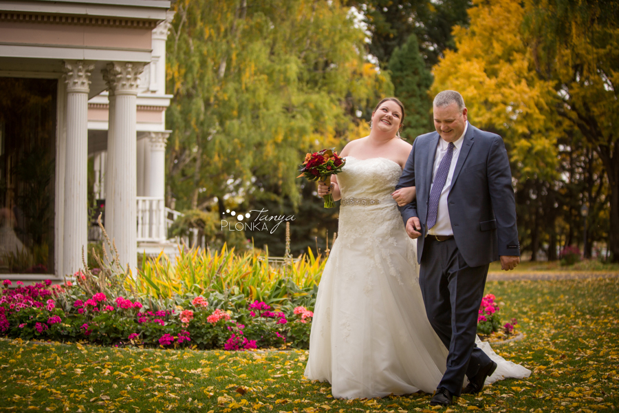 Raiven & Jonathan, Lethbridge Norland Estate autumn outdoor wedding ceremony