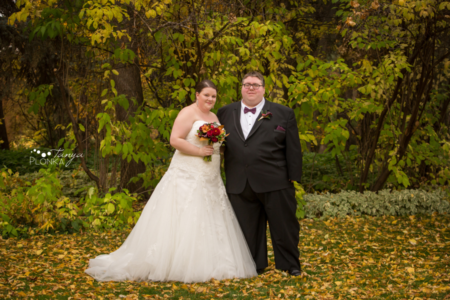 Raiven & Jonathan, Lethbridge Norland Estate autumn outdoor wedding