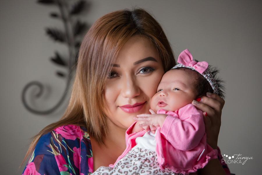 Lethbridge indoor newborn photos with mother