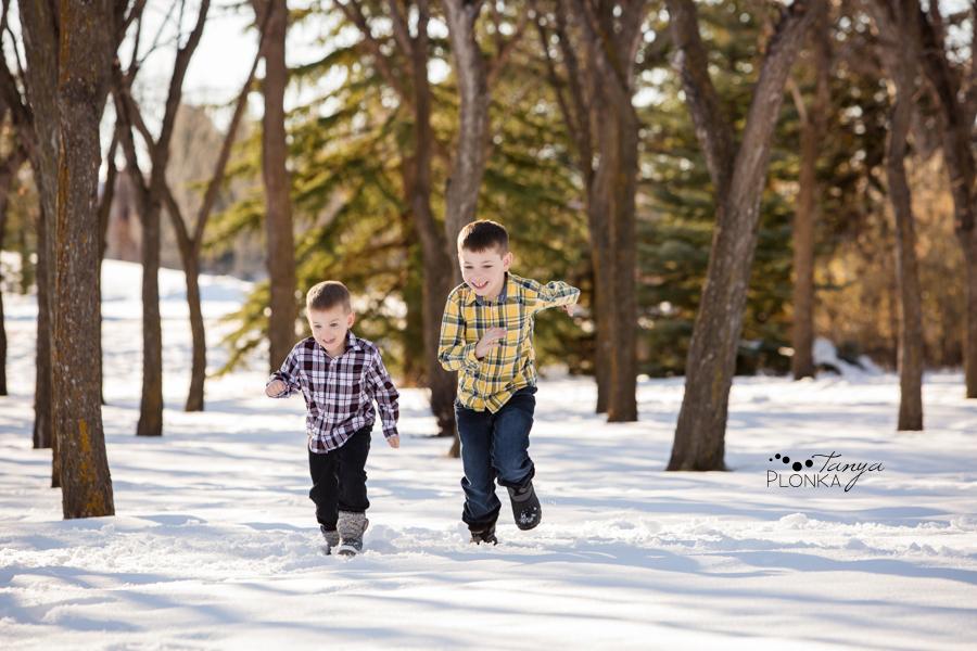 outdoor Lethbridge winter family portraits