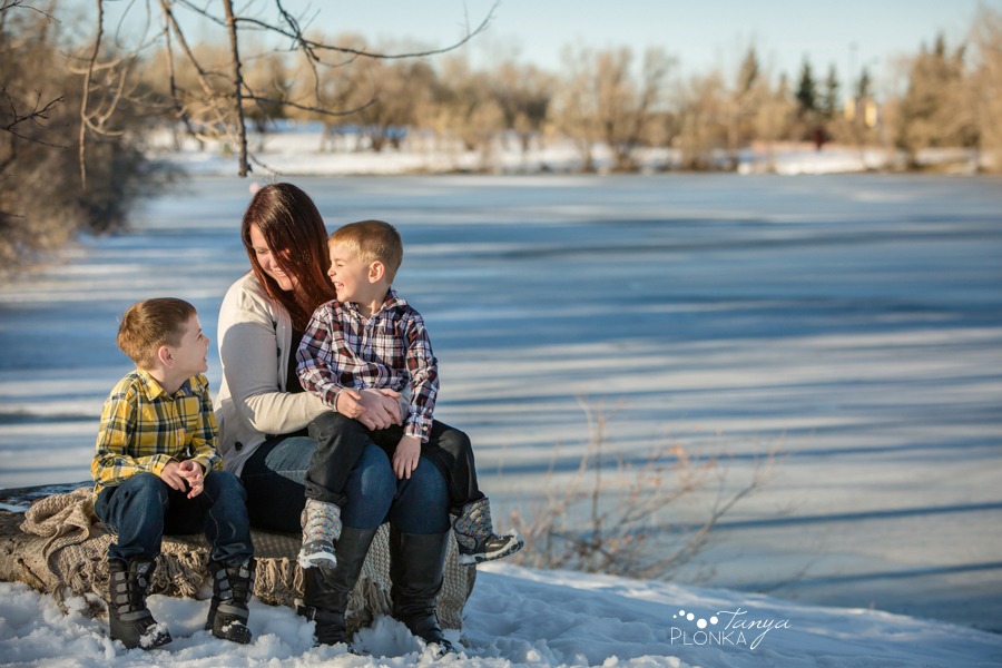 outdoor Lethbridge winter family photo session