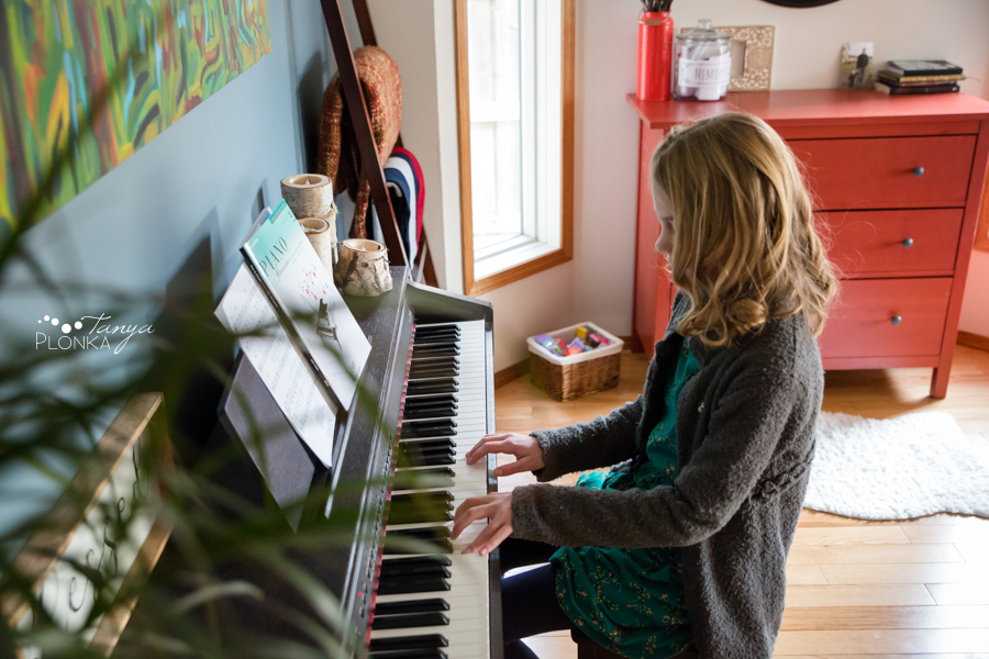 Coaldale indoor lifestyle family photo session