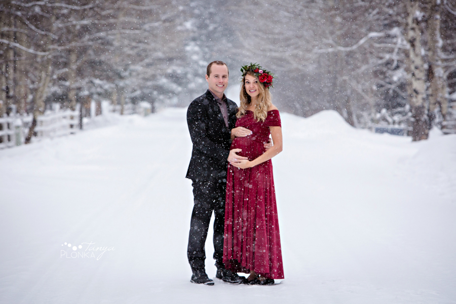 Crowsnest Pass snowy winter maternity photo session