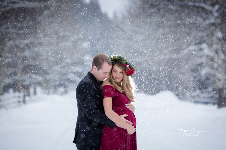 Crowsnest Pass snowy winter maternity photography