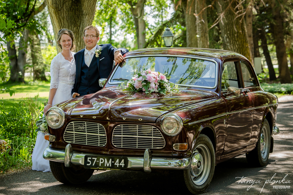 Robyn and Wayne, Norland Lethbridge vintage car wedding photos