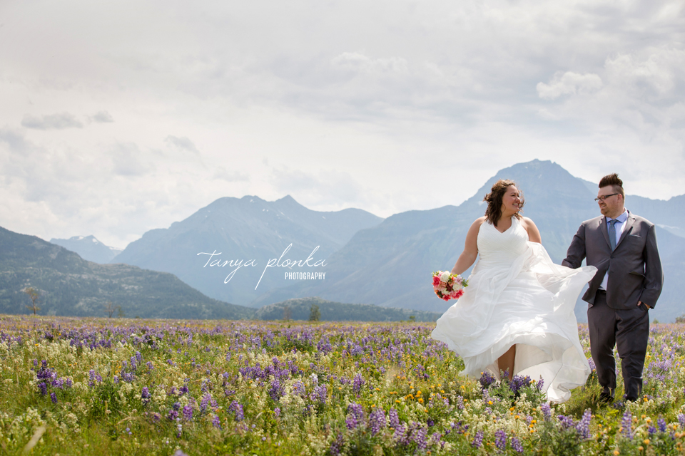 Natalie and Scott, Waterton beachside wedding ceremony