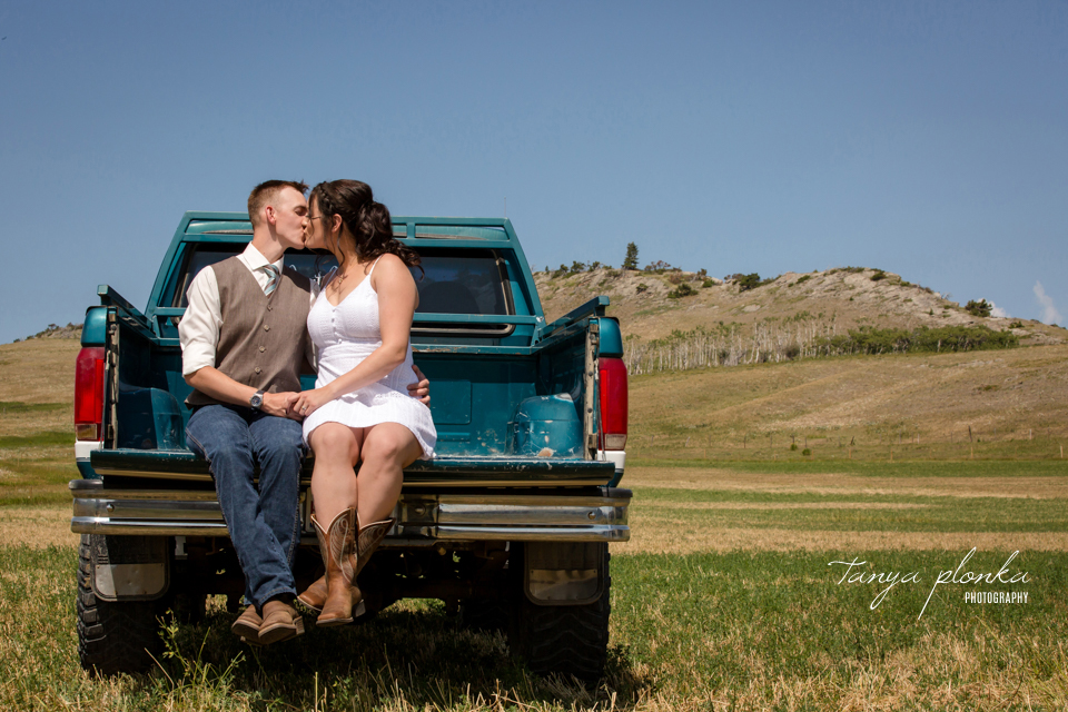 Kelsie & Scott, Lundbreck ranch outdoor wedding