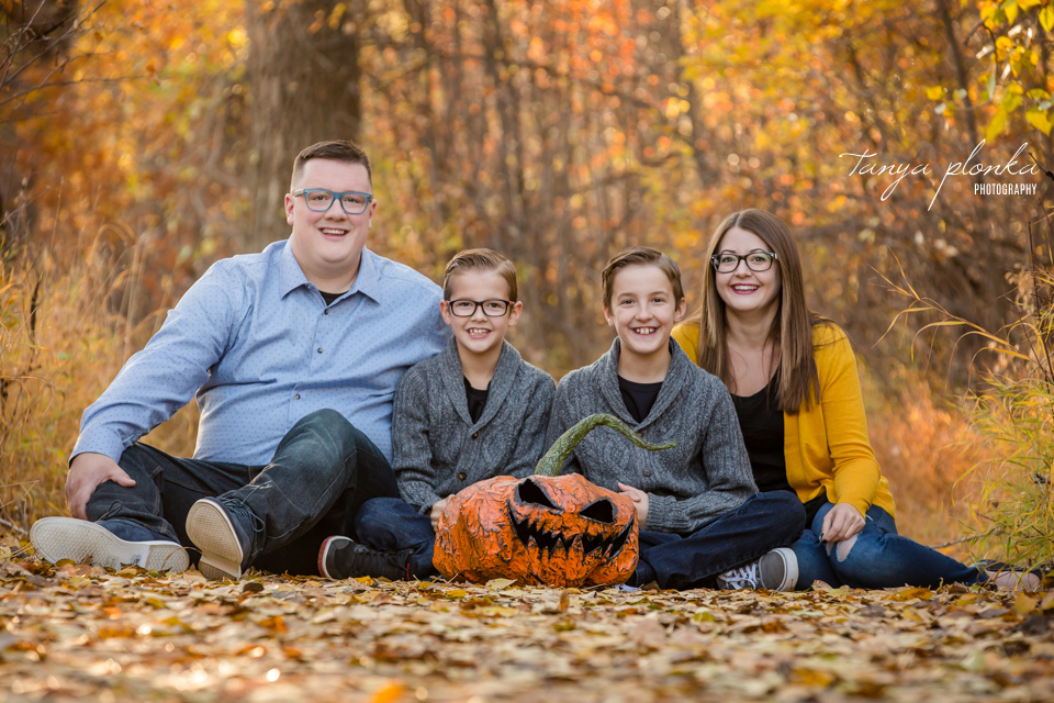 Halloween themed family photos in Lethbridge