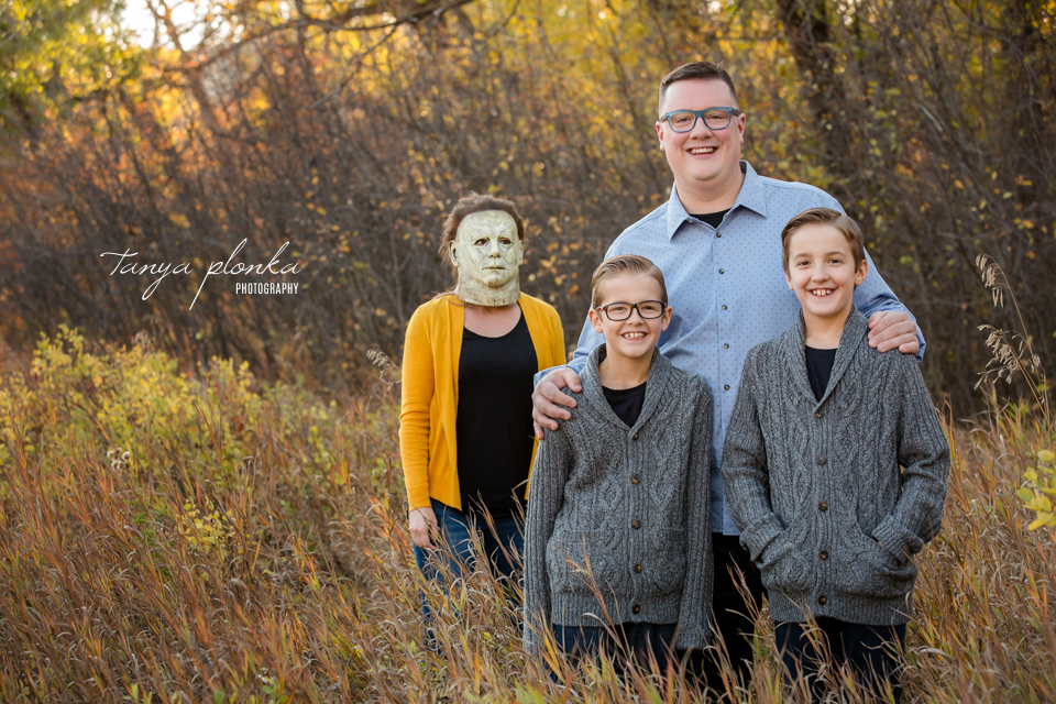 funny Halloween themed family photos in Lethbridge