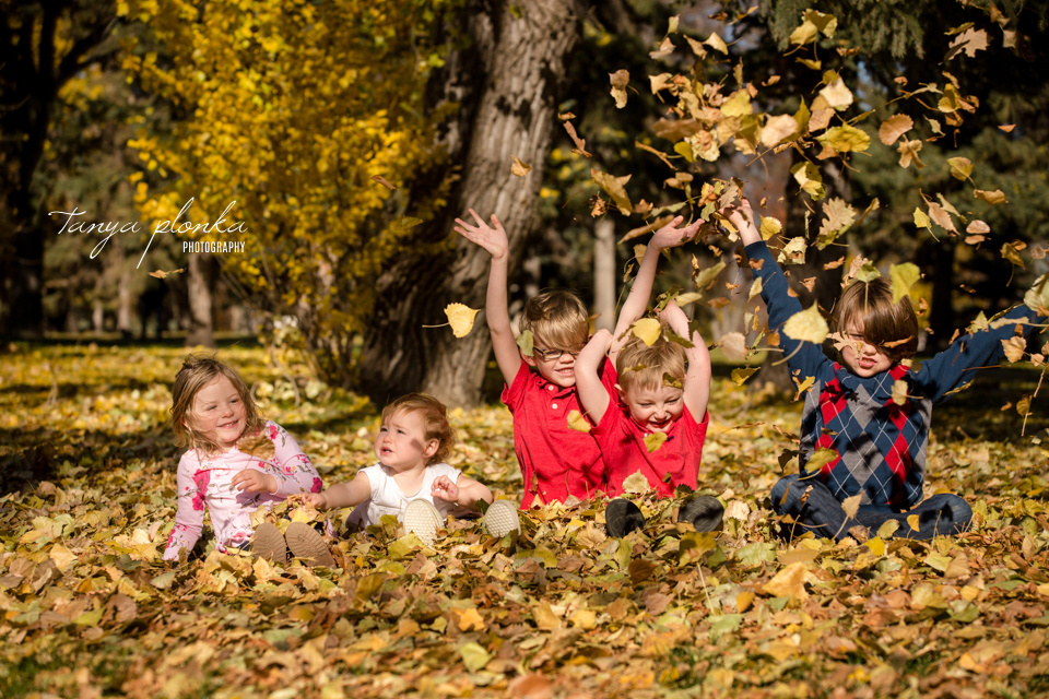 Henderson Lake extended family photo session in autumn