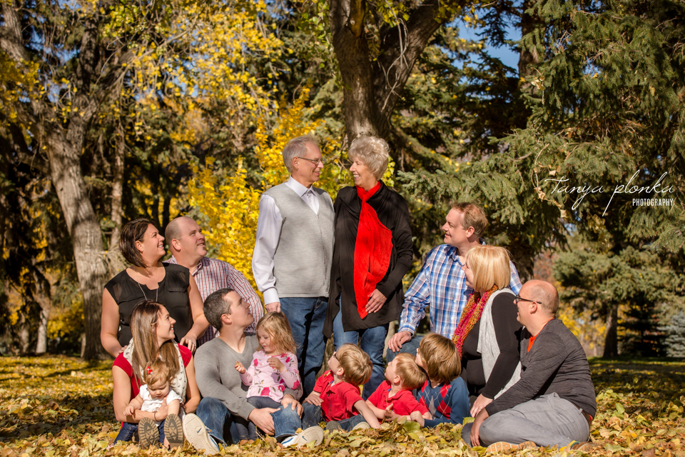 Henderson Lake extended family session in autumn