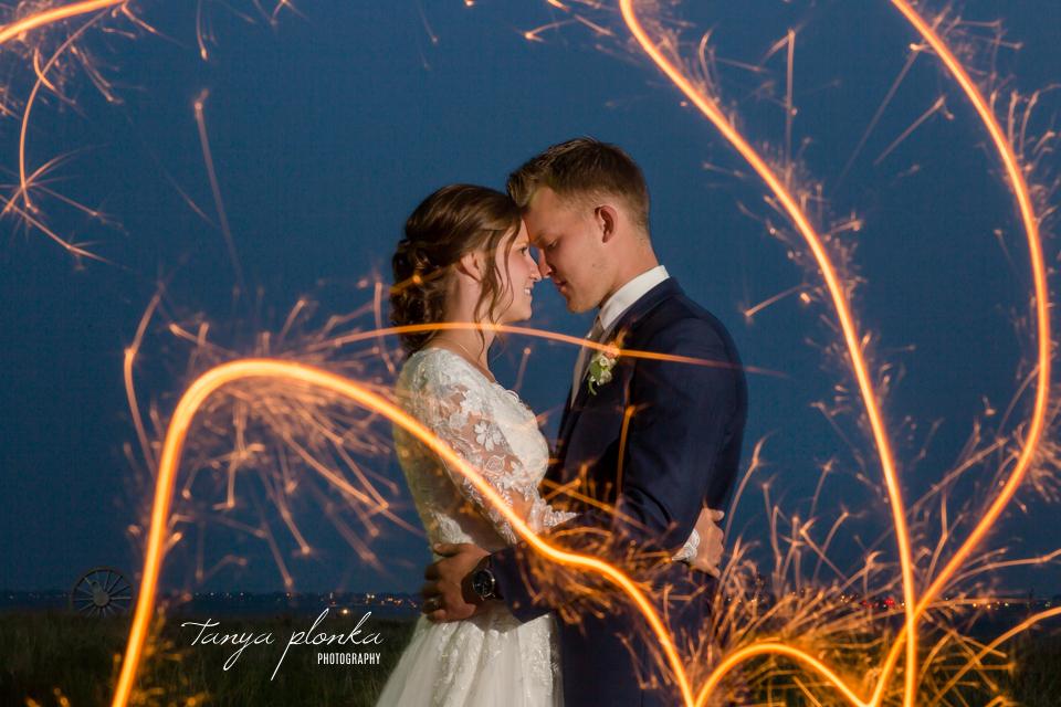 Jannette & Adrian, Lethbridge wedding sparkler photos