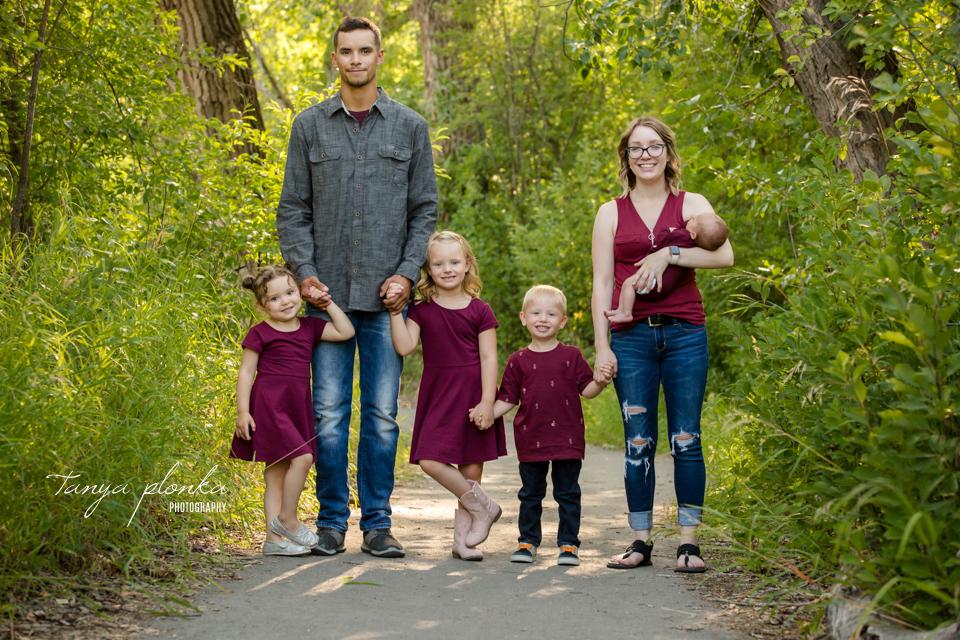 outdoor newborn family photos