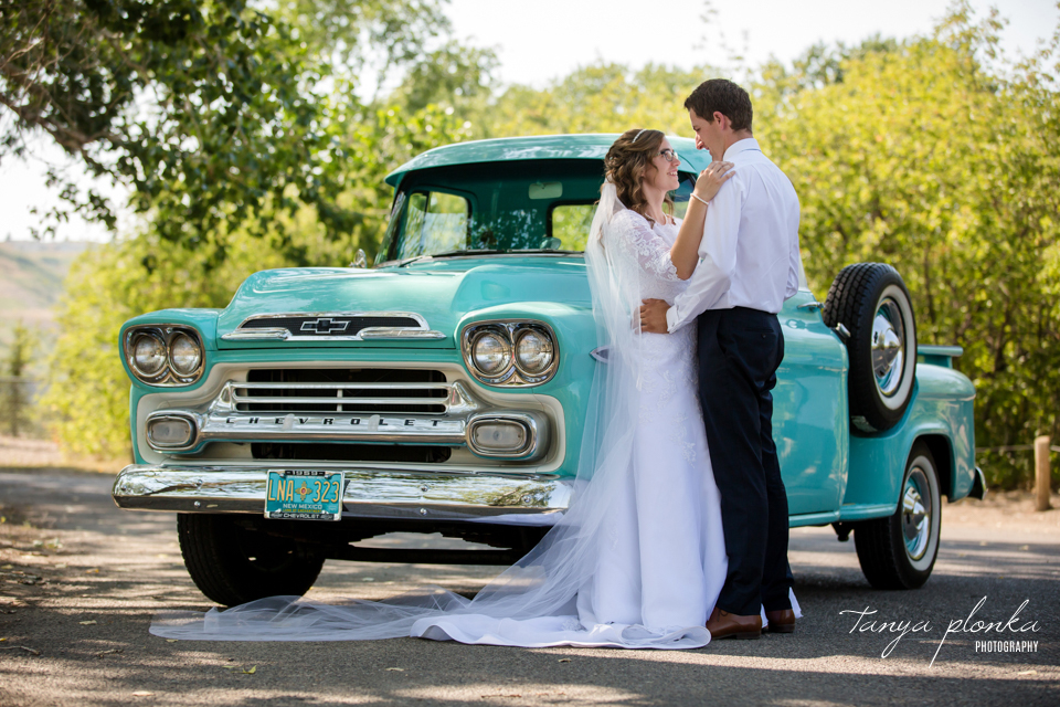 Jody & Corne, vintage car wedding photos