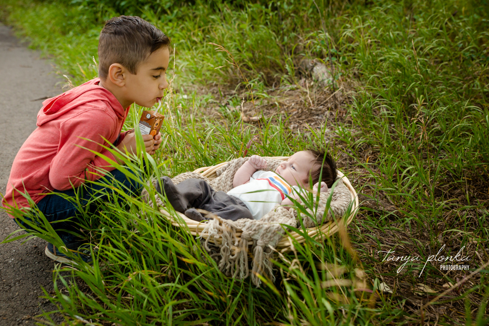 outdoor newborn session in Indian Battle Park