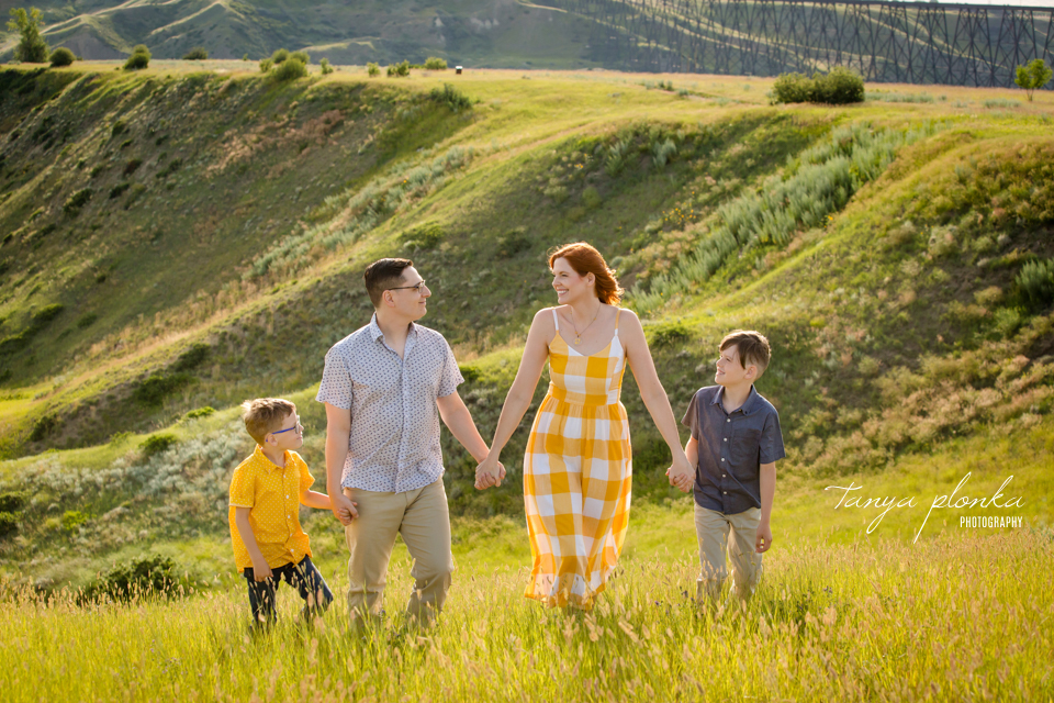 Lethbridge family session in the coulees