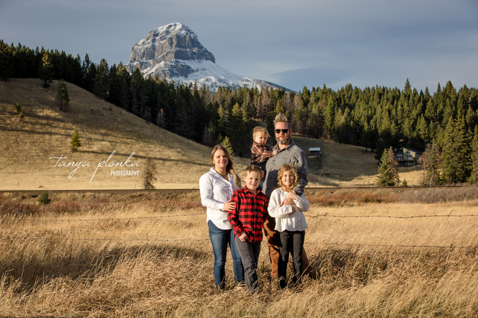 Crowsnest Mountain scenic family photos