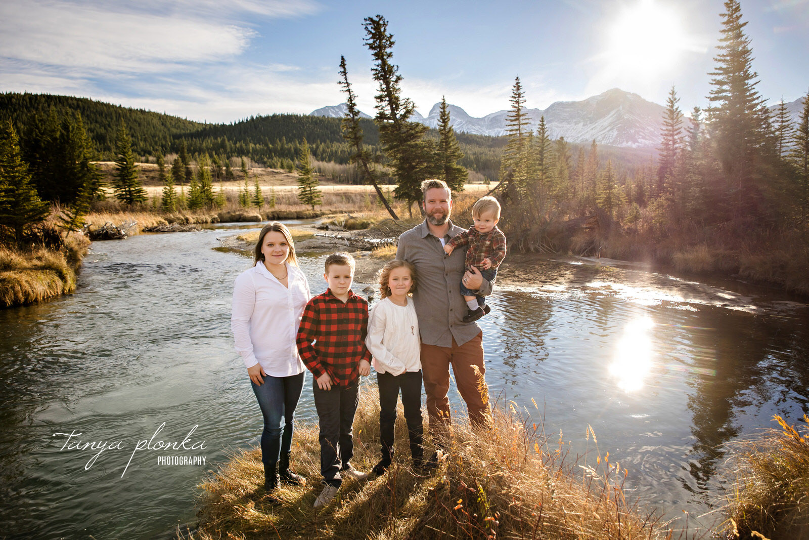 Crowsnest Pass scenic family photo