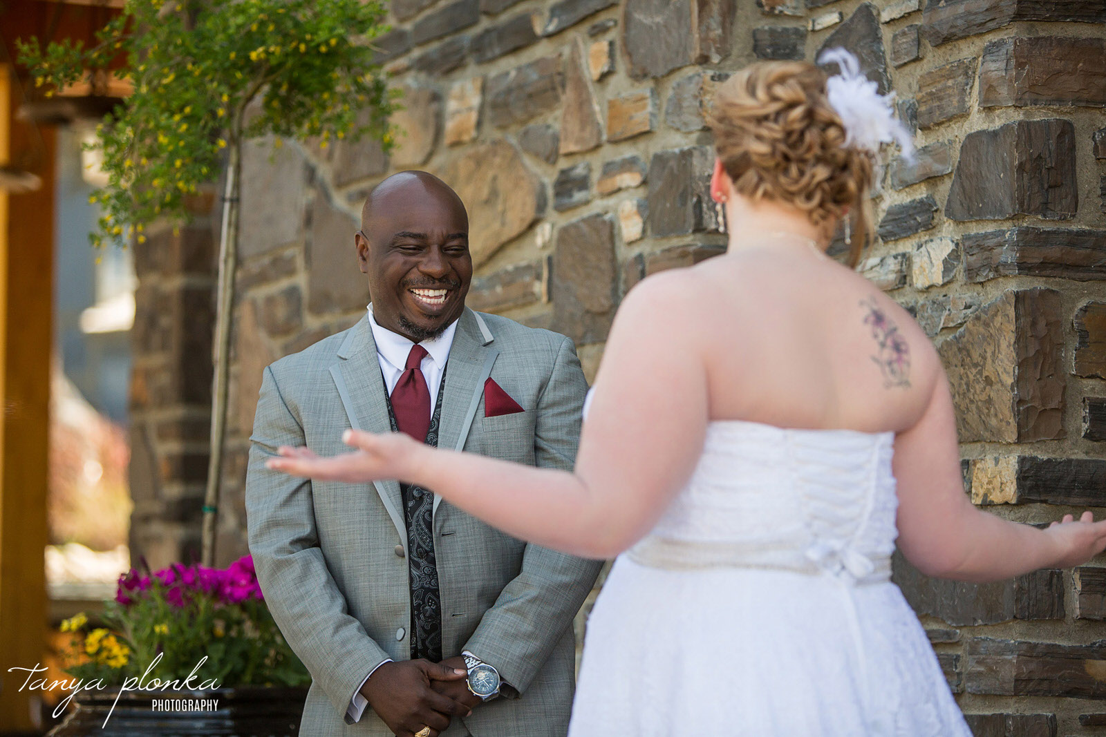 groom has huge smiling while seeing bride for the first time at Azuridge Estate